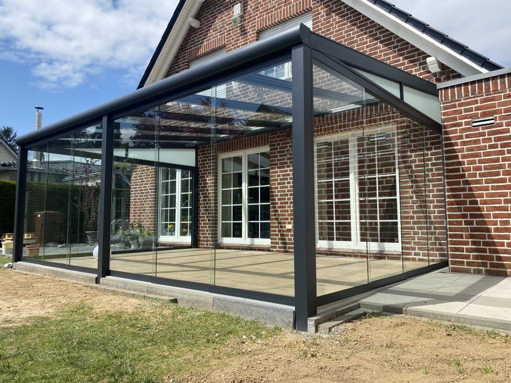 Terrassenüberdachung Glasschiebewände